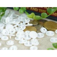 プラスナップは、肌に優しいプラスティック製ボタンを簡単に取りつけられる手芸用のパーツ、材料です。  ...