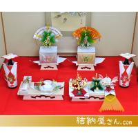 お茶をメインにした九州仕様の新商品になります。松や梅などは小さく平面的ですが、お茶飾りが特に大きくお...