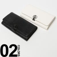 型押しのフェイクレザーを使用した高級感のある長財布。フロントでつやめくロゴ入りパーツがリュクスなポイ...