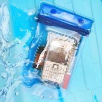 携帯電話やスマートフォンに最適な防水ケースです。  クリアタイプなのでケースに入れたままボタン操作が...