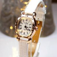 小ぶりの文字盤とカラバリ豊富なレザー調のベルトがオシャレな腕時計☆ どんなシーンにも合わせやすいベー...
