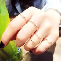 レディース用小物です☆ 今年流行りの指輪になっていてつけてるだけでおしゃれ度アップ♪ 指も長く見えち...