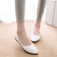 レディース用ぺたんこ靴です☆ エナメル素材で高級感のあるデザインになっています♪ シンプル素材なので...