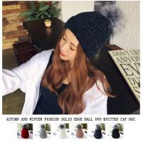 レディース用ニット帽です♪ 大きめのファーボンボンが存在感のあるデザイン☆ 1年中流行っているニット...