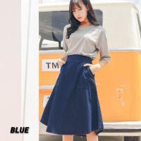 レディース用デニムスカートです♪ オールシーズン使えるブルーのデニムスカートは着回し自在☆ アシメ裾...