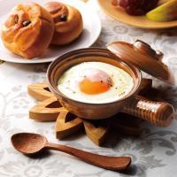"""エッグベーカー""""は蓋付きの小型の陶器パン。 一人分のおかずを調理からサーブまでこの1個で対応OK! ..."""