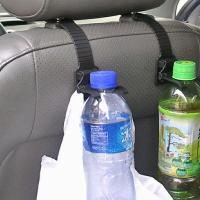 ヘッドレストにシャフトを引っ掛けるだけ!  買い物・レジ袋が引っ掛けるフック部分とペットボトル(50...