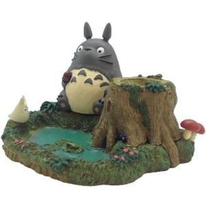 トトロたちが池のほとりに座っている情景をイメージした印鑑立てです。 切り株の中には直径約20mmまで...