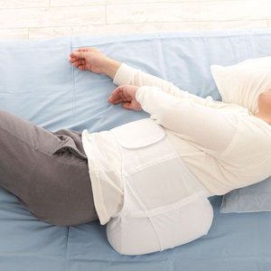 横向き寝支援用腰枕 安眠横向き支援帯|1147kodawaru