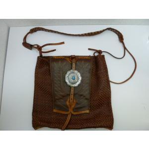 ターコイズ付きシルバーコンチョ飾りの編み込みレザーのリメイクショルダーバッグ 中古 革 皮 本革 ネイティブアメリカン インディアン リメイク|25dou