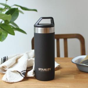 """優れた耐久性と保温機能をもつ真空マグ。 創業100周年を迎えても進化し続ける""""スタンレー""""ギア。 本..."""