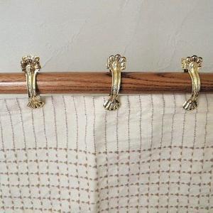 鋼(スチール)に真鍮メッキしたシェルカーテンクリップ(25mm*金色)です。カフェカーテンに使うとか...