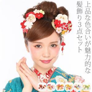 上品な色合いが魅力的な髪飾り3点セットです。 つまみ細工とちりめんでぷっくり綿入りの花が可愛い髪飾り...