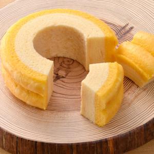 【特徴】濃厚なミルクバウムとチーズバウム。2層仕立ての贅沢なバウムクーヘン。贈り物にぴったりな特別で...