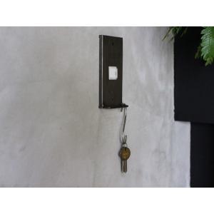 アイアン ハングバー スイッチプレート 1口 iron hang bar switch plate 1口 S字フックで鍵などを掛けれる機能的なスイッチカバー|a-depeche