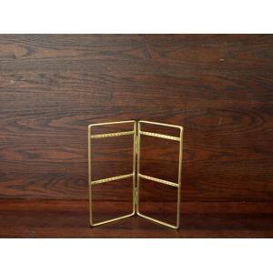ブラス / ピアススタンド アクセサリーを主役にするシンプルな真鍮製のピアススタンド|a-depeche