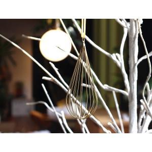 ワイヤー オーナメント スベルト ドロップ 他のアイテムも引き立てるクリスマスの飾りに使いたい繊細なデザインのオーナメント|a-depeche