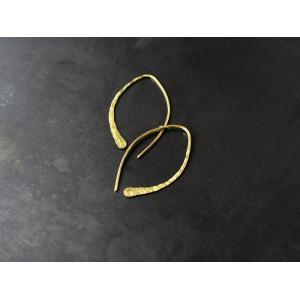 ro-ji kuni ピアス フック BP117(M) 真鍮の繊細なゆらぎを楽しむシンプルなピアス a-depeche