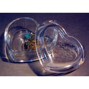 名入れアクセサリーボックスガラスハート型  内祝いお返し誕生日の贈り物出産祝い卒園記念品|a-kana
