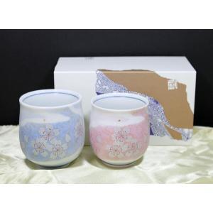 可愛い桜がデザインされた反対側(無地の部分)に彫刻をします。  九谷焼 化粧箱入り 素材:陶磁器 日...
