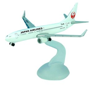 日本航空(JAL)のボーイング737-800を1/600スケールで再現しました。