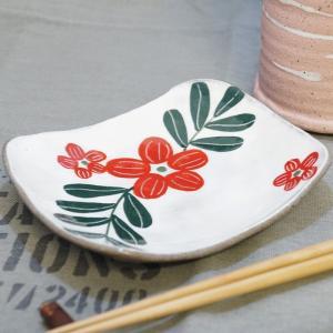信楽焼き 冨増彰良作 手書き 角型 小皿 花柄 南国花 赤 陶器 a-oluolu