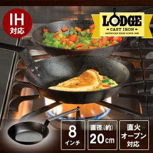 この米国製LODGE ロッジ シーズンスチール スキレットは持ち手が長くキッチンからキャンピングや焚...