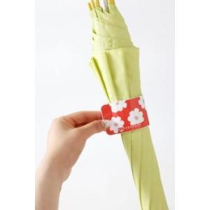 カサクルル 手を濡らさず傘をたためる♪マグネットでワンタッチ★マイ傘の目印に!!傘の使用中は骨の部分などにくっつきます※割引クーポン使用不可