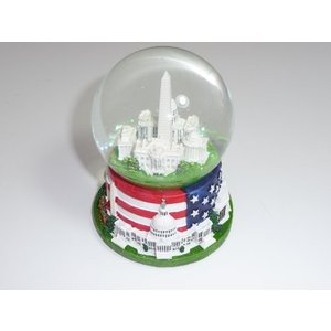 Famous Buildings of Washington, D.C. Snow globe with Flag (2.5