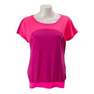 吸水速乾機能のドライセルにより着用時の快適性を高める機能Tシャツ。部分的に重ね使いしたメッシュパネル...
