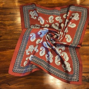ペイズリープリントサテンスカーフ レッド|abracadabra