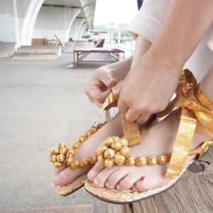 gazel ITALY ゴールドストラップサンダル|abracadabra