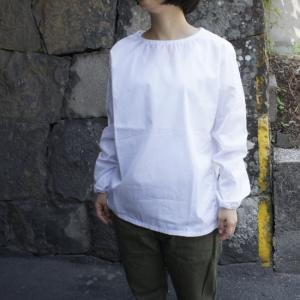 motone ブロードコットンクルーネックシャツ ホワイト|abracadabra