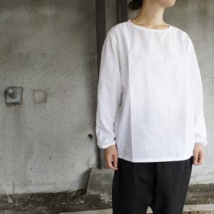 motone 綿麻クルーネックシャツ ホワイト|abracadabra