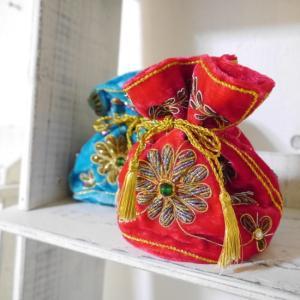 華の刺繍の鮮やかポーチ 全2色|abracadabra
