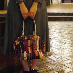 Saponetta(サポネッタ) OLIVIA オリビアミニボストンバッグ 本棚柄   約2ヶ月でのお届け|abracadabra