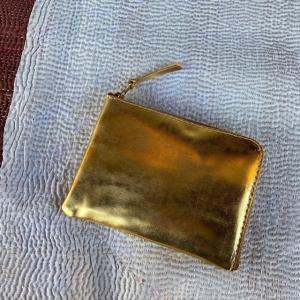 SARANAM (サラナン) L字ミディアム財布 ゴールド|abracadabra