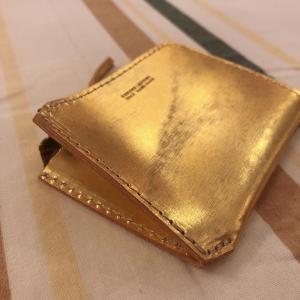 SARANAM (サラナン) マチ付きコインケース ゴールド|abracadabra