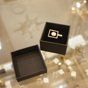サイズ 約13号 素材/合金  シンプルですが、 インパクトのあるリング。  BOX付きで、 贈り物...