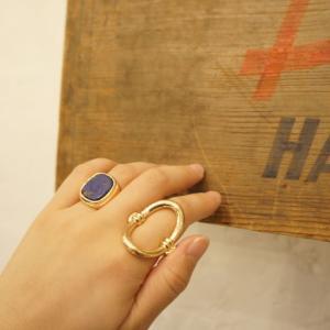 サイズ 約17号 素材/合金  シンプルですが、 インパクトのあるリング。  BOX付きで、 贈り物...