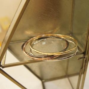サイズ 腕回り約18cm アジャスターで調節が可能です。  素材/合金など  手物のポイントに。 オ...