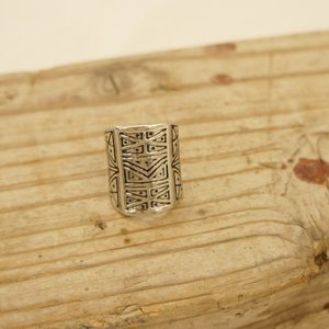 サイズ 約14号くらい  素材/合金  ボリュームたっぷり、 ボヘミアン雰囲気のリング。 ユニセック...