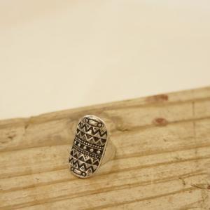 サイズ 約16号くらい  素材/合金  ボリュームたっぷり、 ボヘミアン雰囲気のリング。 ユニセック...