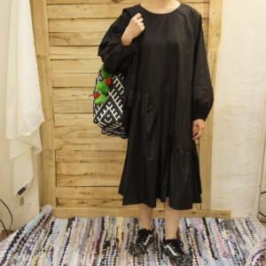 Topanga Fashion ブラックイレギュラーラッフルドレス|abracadabra