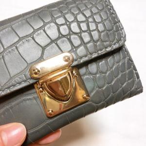 TOPANGA BAG クロコ型押しコンパクト財布 グレー|abracadabra