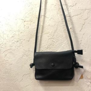 TOPANGA Bag フラップポシェット ブラック|abracadabra