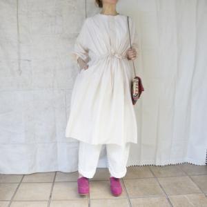 UNIVERSAL TISSU ローンウォッシャブルコットンシルクギャザードレス アイボリー|abracadabra