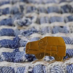 SAJAVAT Japan 車の真鍮ブローチ|abracadabra
