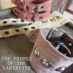 THE PEOPLE OF THE LABYRINTH ピープルオブザラビリンス ゴートレザー スタッズブレスレット グレージュ オランダ 山羊革|abracadabra