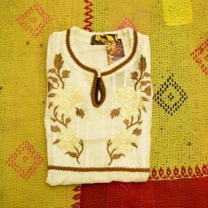 AdZEN アドゼン ボタン刺繍ノースリーブブラウス ホワイト|abracadabra